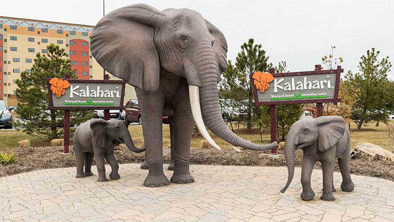 Mom and her baby elephants statues outside Kalahari Resorts and Conventions